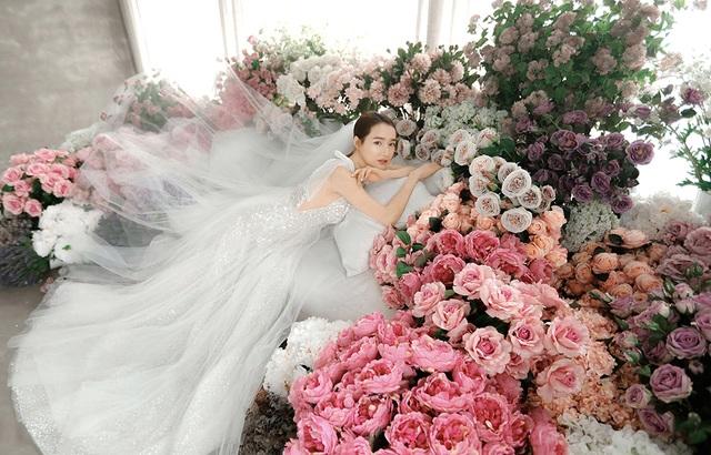 Kỉ niệm một năm ngày cưới, Nhã Phương tung ảnh mặc váy cưới… một mình - 8