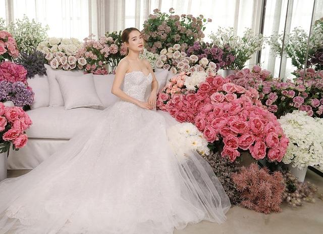 Kỉ niệm một năm ngày cưới, Nhã Phương tung ảnh mặc váy cưới… một mình - 6