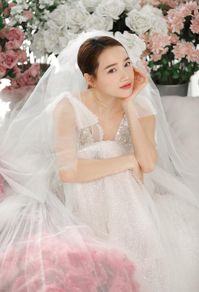 Kỉ niệm một năm ngày cưới, Nhã Phương tung ảnh mặc váy cưới… một mình - 3