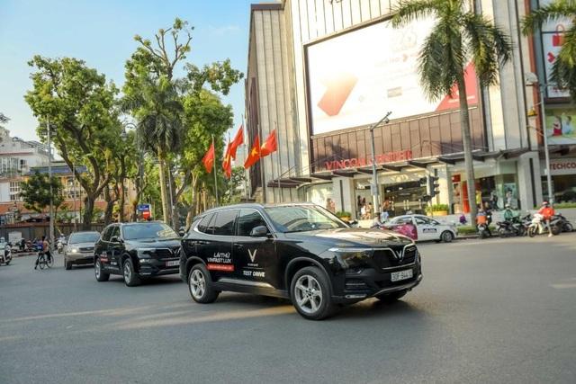Màn diễu hành ấn tượng của dàn xe VinFast Lux tại Hà Nội - 8