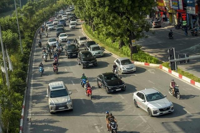 Màn diễu hành ấn tượng của dàn xe VinFast Lux tại Hà Nội - 10