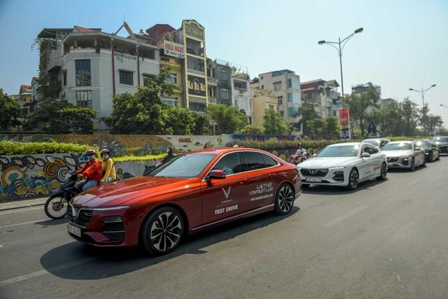 Mãn nhãn ngắm dàn xế sang VinFast Lux dạo phố thu Hà Nội - 4