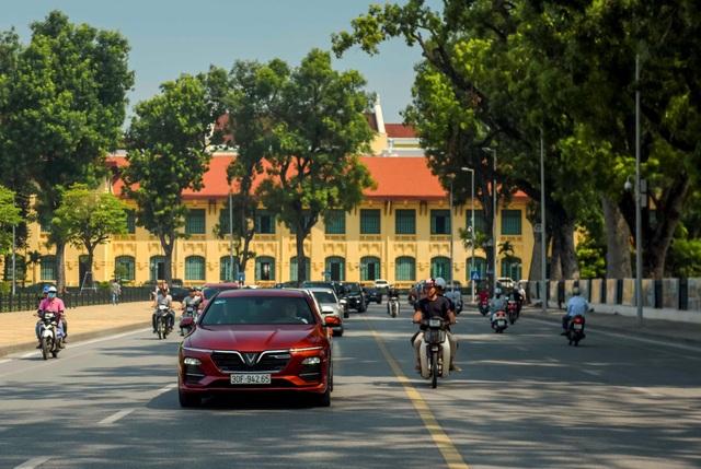 Mãn nhãn ngắm dàn xế sang VinFast Lux dạo phố thu Hà Nội - 6