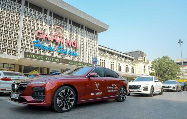 Mãn nhãn ngắm dàn xế sang VinFast Lux dạo phố thu Hà Nội - 8