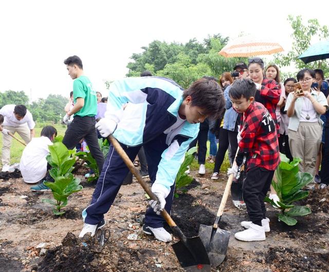 Trái tim xanh giữa lòng Hà Nội: Hành trình trồng cây chung tay bảo vệ môi trường - 2