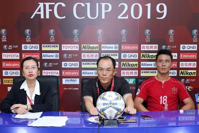 HLV CLB Hà Nội lên tiếng bênh vực thủ môn Bùi Tiến Dũng - 2
