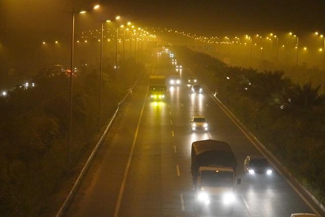 Hà Nội: Đường đi sân bay Nội Bài mù mịt khói rơm - 2