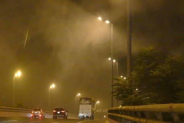 Hà Nội: Đường đi sân bay Nội Bài mù mịt khói rơm - 3