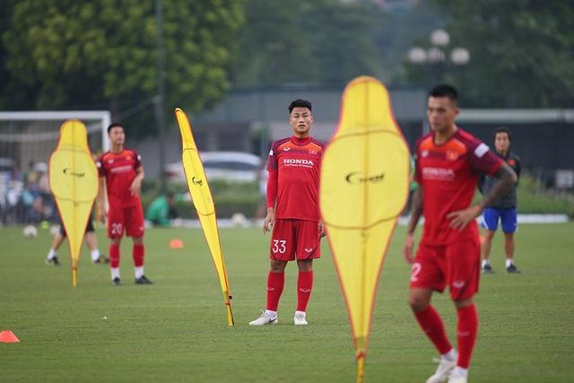 HLV Park Hang Seo loại Hồng Quân, Huy Toàn khỏi danh sách đấu Malaysia và Indonesia - 1