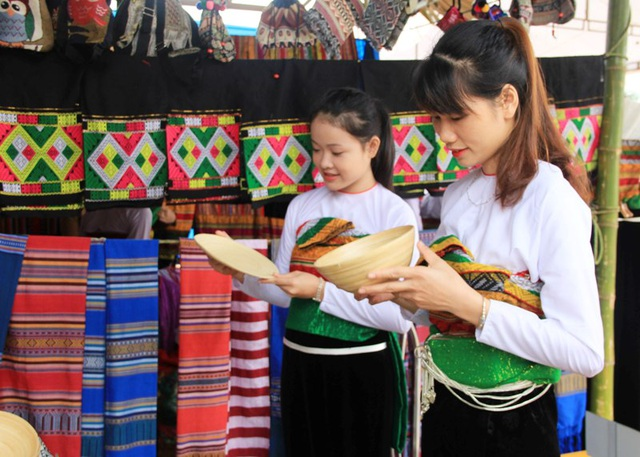 9 tháng đầu năm gần 233.000 khách quốc tế đến với xứ Thanh - 7