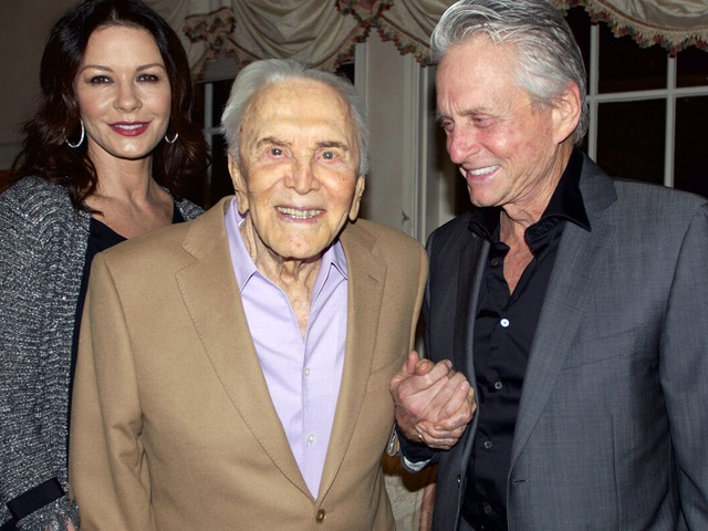 Bố chồng Catherine Zeta-Jones vẫn khỏe mạnh ở tuổi 103 - 5