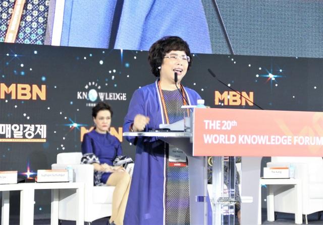 Bà Thái Hương nhận giải thưởng Nữ doanh nhân Quyền lực Asean tại Diễn đàn Tri thức Thế giới 2019 - 1