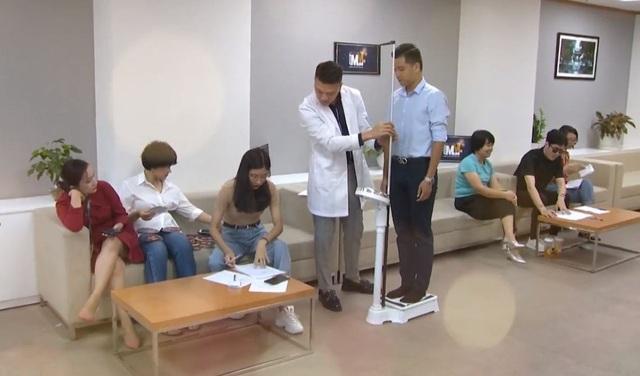 Bác sĩ thẩm mỹ hotboy lịch lãm đi chấm thi MrMiss- Gương mặt sinh viên 2019 - 2