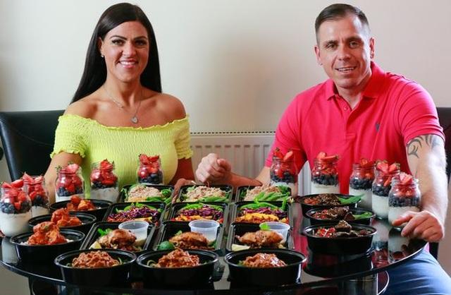 Cặp đôi giảm 95kg nhờ nấu 1 lần ăn cả tuần - 1