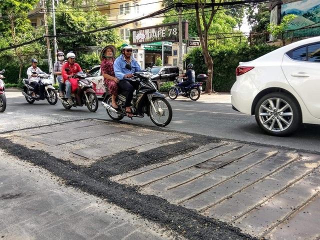 Tái lập mặt đường cẩu thả, Điện lực Sài Gòn bị tước giấy phép thi công - 1