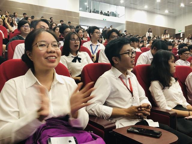 Ba tân thủ khoa trường ĐH Quốc tế nhận học bổng toàn phần