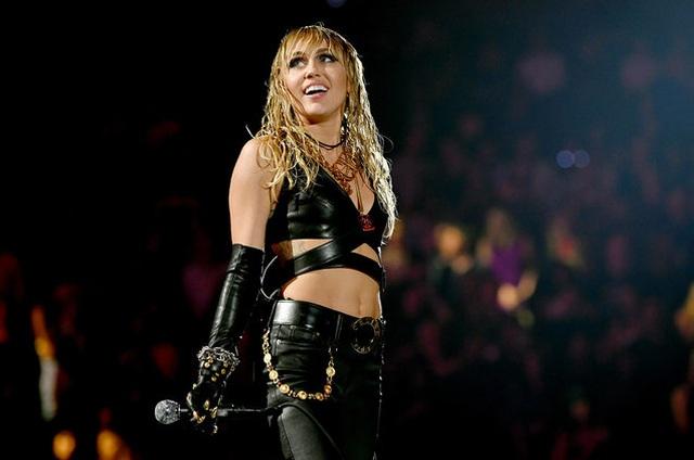 Miley Cyrus xuống cân, hốc hác sau khi chia tay chồng - 3