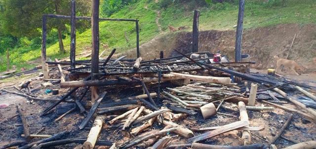 Người mẹ ôm 3 con thoát chết thần kỳ từ căn nhà ngùn ngụt cháy - 1
