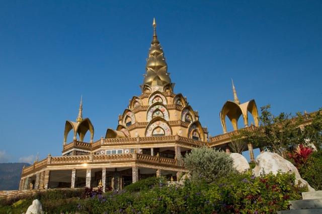 Ngôi đền lấp lánh trên vách thủy tinh với 5 pho tượng Phật độc đáo  - 3