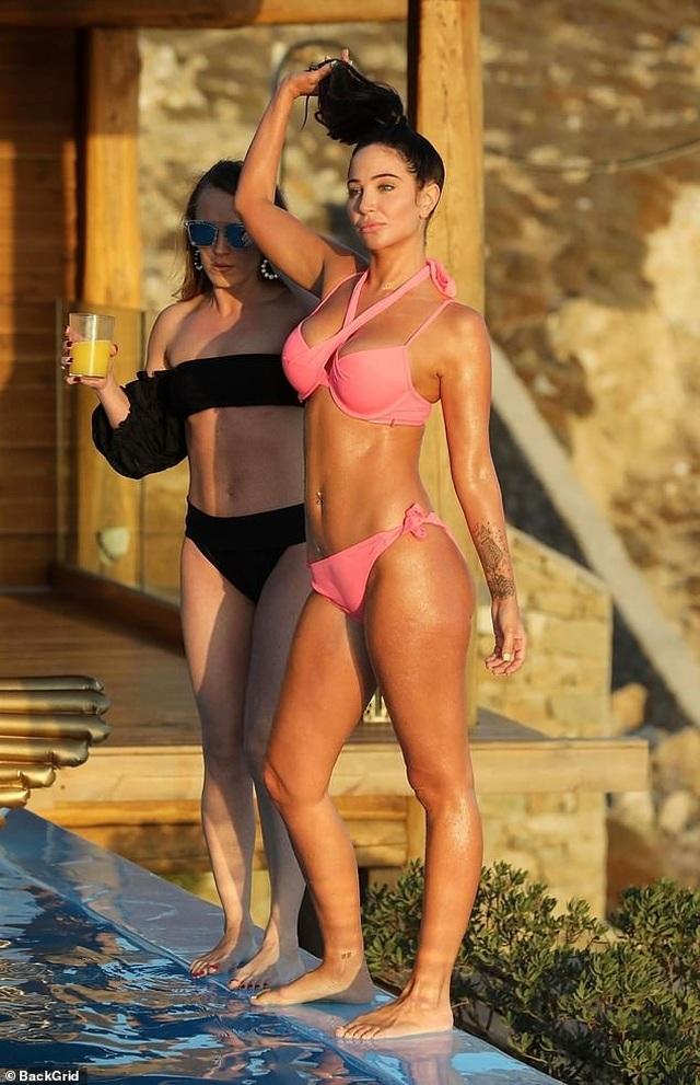 Tulisa đẹp bốc lửa với bikini hồng - 4