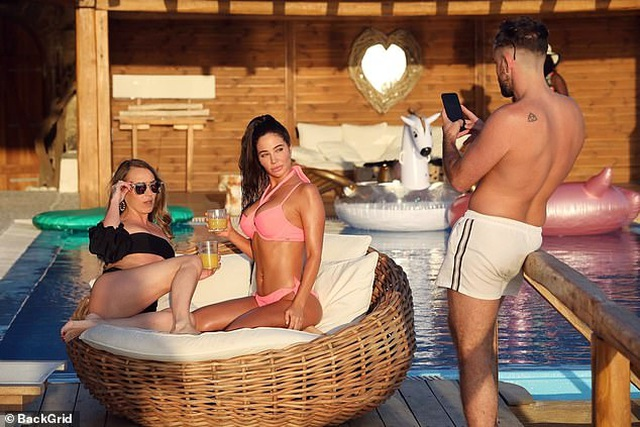 Tulisa đẹp bốc lửa với bikini hồng - 9