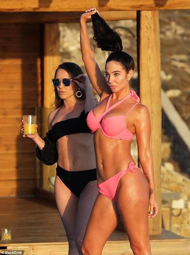 Tulisa đẹp bốc lửa với bikini hồng - 10