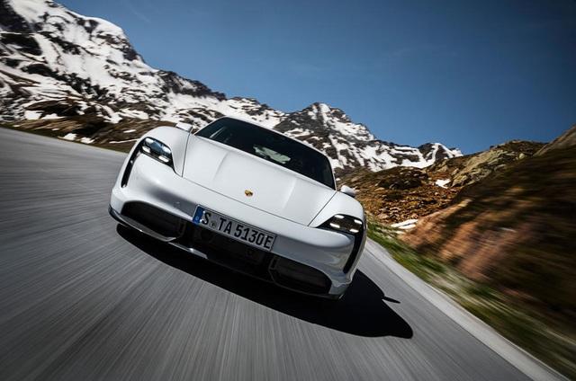 Porsche lách khe hẹp trên thị trường xe chạy điện - 1