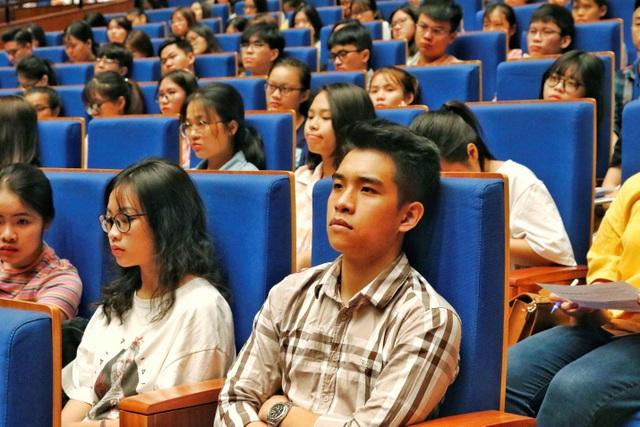 Câu hỏi khiến hàng nghìn sinh viên trường Luật rơi nước mắt - 4