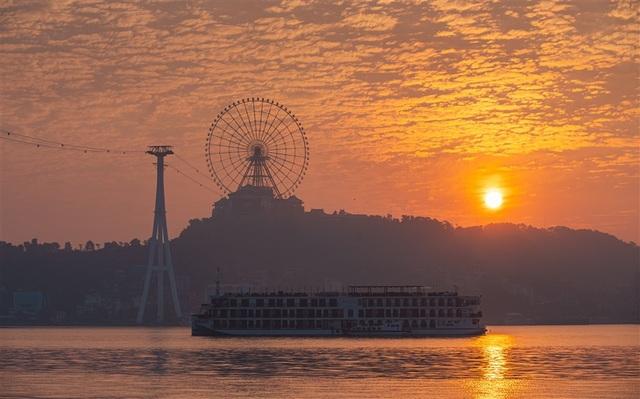 """""""Vụt sáng"""" như Quảng Ninh: Du lịch thăng hoa, kinh tế tăng trưởng thần tốc - 3"""