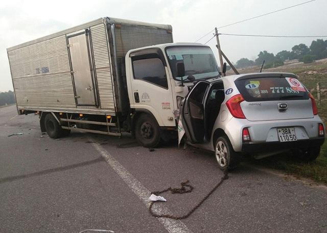 Đối đầu xe tải, tài xế taxi và một hành khách tử vong - 1