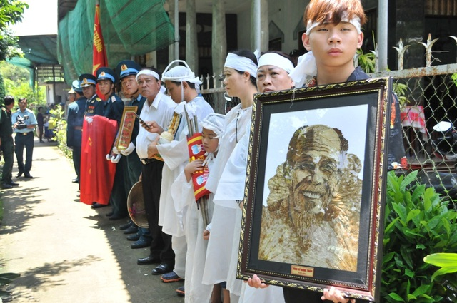 An táng Anh hùng phi công huyền thoại bắn rơi 7 máy bay Mỹ tại quê nhà Lai Vung - 12