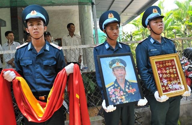 An táng Anh hùng phi công huyền thoại bắn rơi 7 máy bay Mỹ tại quê nhà Lai Vung - 13