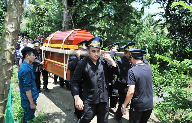 An táng Anh hùng phi công huyền thoại bắn rơi 7 máy bay Mỹ tại quê nhà Lai Vung - 14
