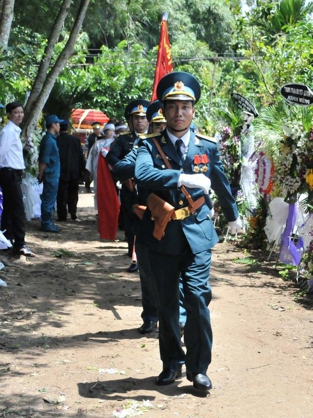 An táng Anh hùng phi công huyền thoại bắn rơi 7 máy bay Mỹ tại quê nhà Lai Vung - 1