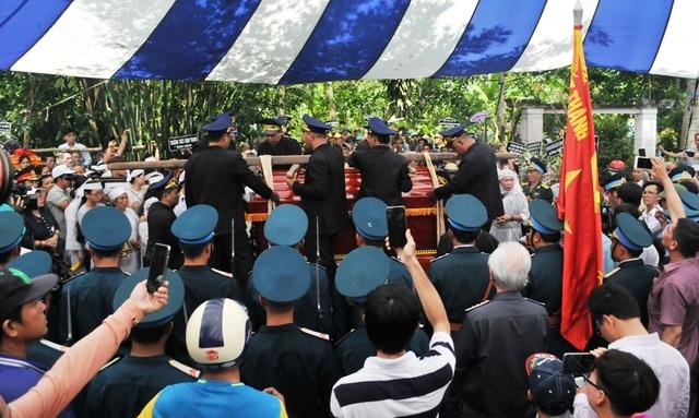 An táng Anh hùng phi công huyền thoại bắn rơi 7 máy bay Mỹ tại quê nhà Lai Vung - 17