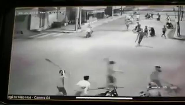Tạm giữ 3 đối tượng tấn công dân phòng - 1