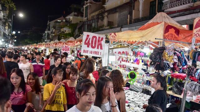 Khách Tây vỡ mộng vì chợ đêm phố cổ Hà Nội tràn ngập đồ Trung Quốc - 8