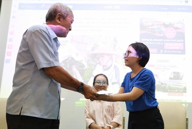 Cựu chiến binh dành lương hưu hỗ trợ cô sinh viên nghèo 4 năm đại học - 2