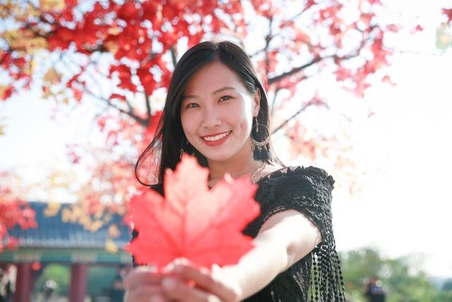 Ngỡ ngàng con đường lá đỏ lãng mạn tựa phim Hàn ở Hà Nội - 7
