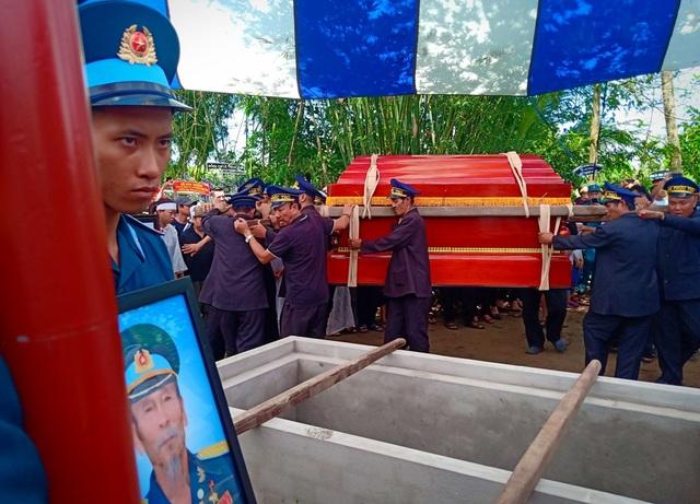 An táng Anh hùng phi công huyền thoại bắn rơi 7 máy bay Mỹ tại quê nhà Lai Vung - 15