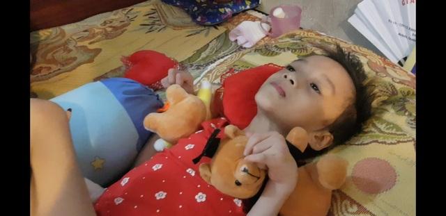 Bé gái bất ngờ đổ bệnh lạ được bạn đọc Dân trí giúp đỡ gần 130 triệu đồng - 6