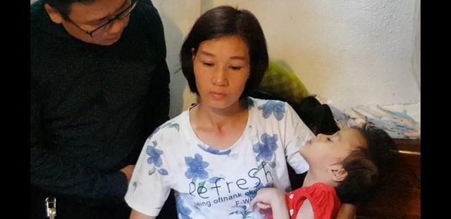 Bé gái bất ngờ đổ bệnh lạ được bạn đọc Dân trí giúp đỡ gần 130 triệu đồng - 4