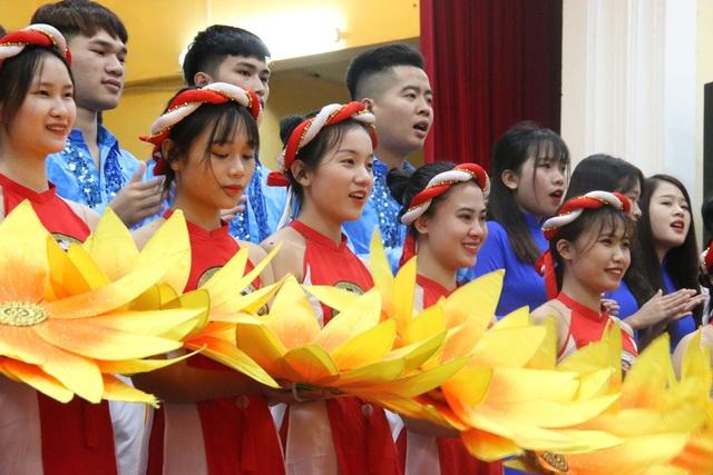 Lễ khai giảng ở trường đại học đẹp nhất Vịnh Bắc Bộ - 5