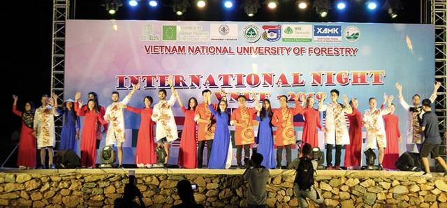 Lễ khai giảng ở trường đại học đẹp nhất Vịnh Bắc Bộ - 13