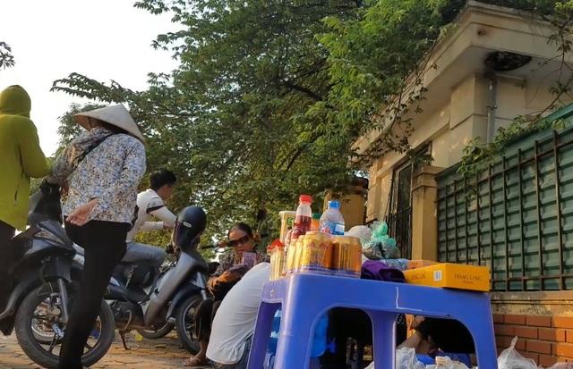 Một cặp vé Vip chợ đen trận Việt Nam gặp Malaysia giá ngang một chỉ vàng - 2