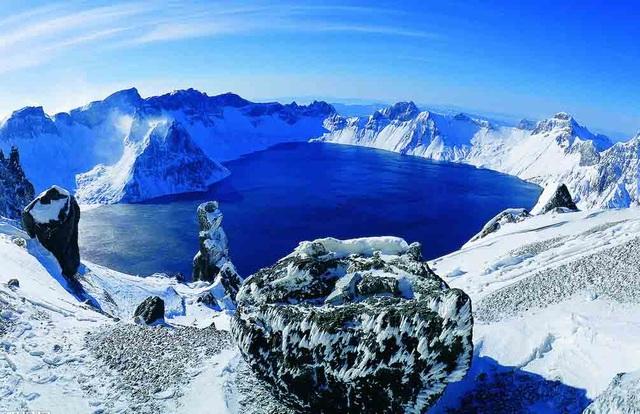 Hồ trên núi sâu nhất thế giới, đủ sức cấp nước ngọt cho thành phố đông dân suốt gần 2 năm - 2