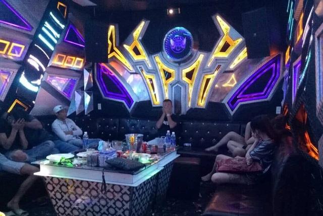 28 đối tượng phê ma túy trong quán karaoke