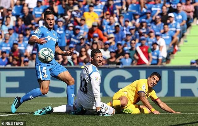 Luis Suarez tỏa sáng, Barcelona tạm vươn lên nhì bảng La Liga - 3