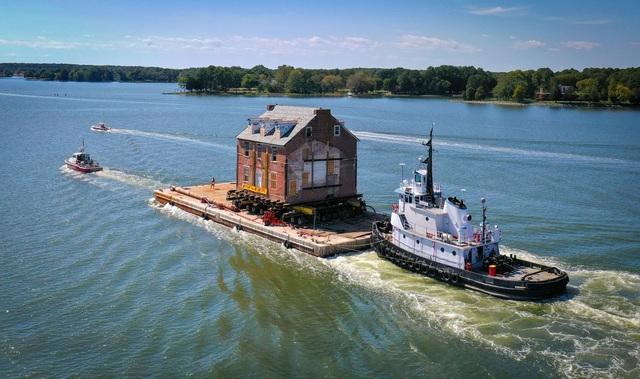 Di chuyển tòa nhà cổ gần 300 năm tuổi, nặng 400 tấn trên sông - 3