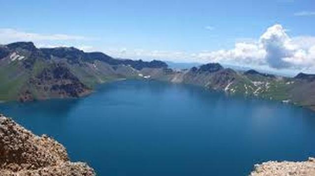 Hồ trên núi sâu nhất thế giới, đủ sức cấp nước ngọt cho thành phố đông dân suốt gần 2 năm - 4